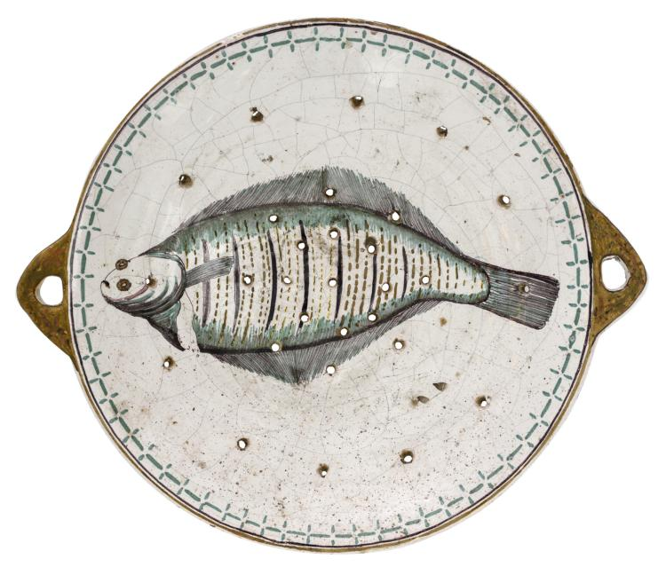A probably Northern France 18thC tin glazed and polychrome decorated earthenware fish plate, ø 32,5 cm