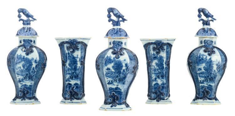 An 18thC Dutch Delftware blue and white five-piece garniture, marked 'Van Duyn', H 22,5 - 32,5 cm