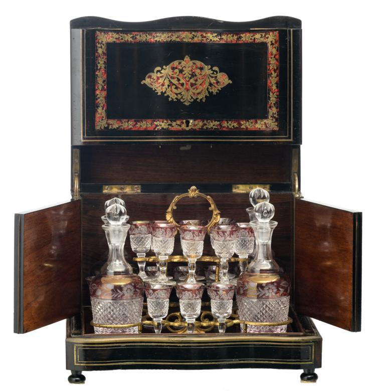 A Historism Boulle cellaret with four flagons and sixteen matching goblets, H 27 - W 34,5 - D 26,5 cm