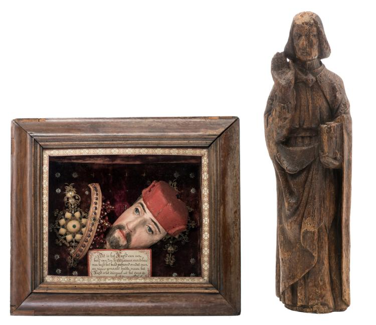 A viewing box in the manner of Bavelaar with a devout representation in connection with the life of martyr St. Adrian; added an oak statue depicting an evangelist, H 77,5 - 37 x 42 cm