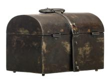 A 16thC probably Southern Netherlandish wrought iron casket, H 13 - W 16 - D 11,5 cm
