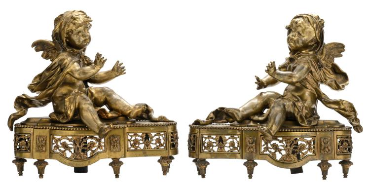 A pair of bronze andirons depicting a warming angel couple, H 30,5 - W 30,5 cm