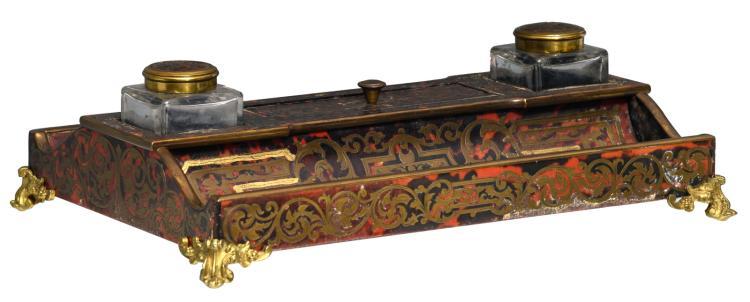 A Historism gilt bronze mounted Boulle ink set,H 11 - W 36 - D 25,5 cm