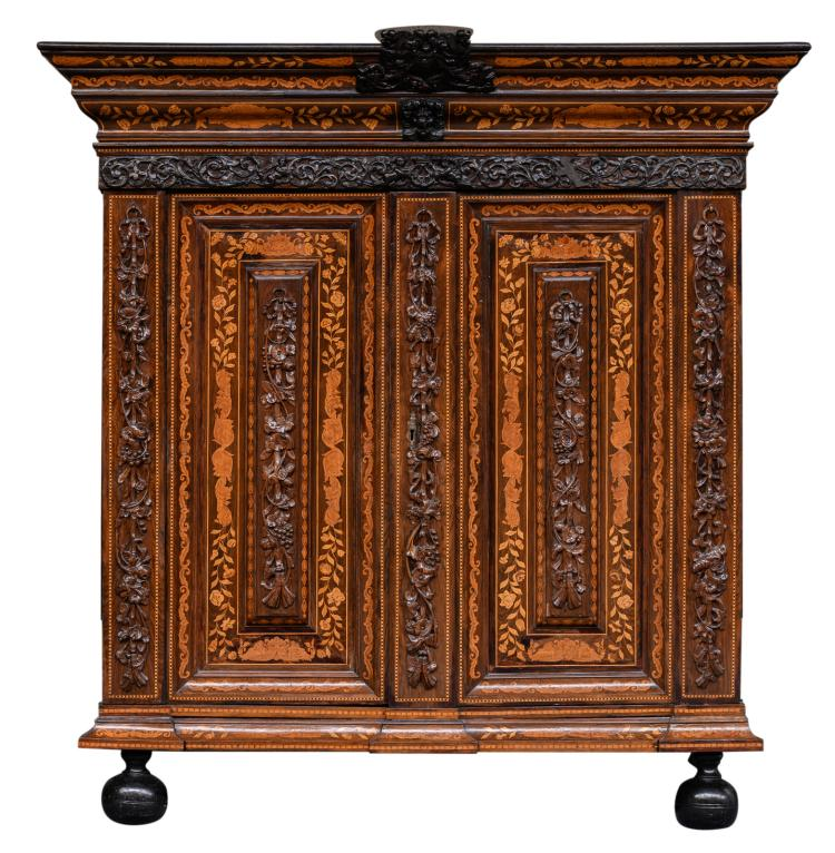 A fine 18thC rosewood Dutch so-called 'kussenkast' (cabinet) with marquetry in various woods and set with Neoclassical sculptures, H 226 - W 212 - D 80 cm
