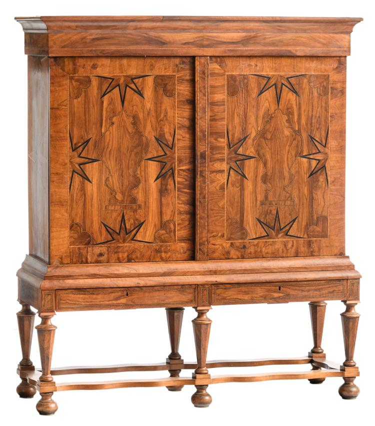 A first half of the 18thC Dutch walnut veneered cabinet on stand, H 210 - W 184,5 - D 62,5 cm