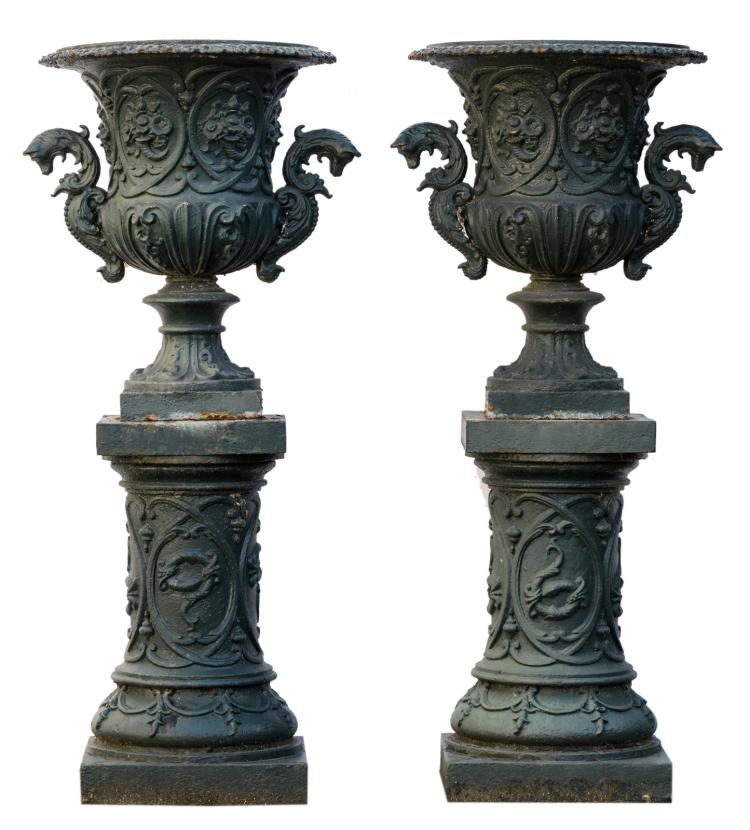 A pair of green lacquered cast iron garden vases in the Medici manner, on accompanying pedestals, H 123 -ø 50 cm