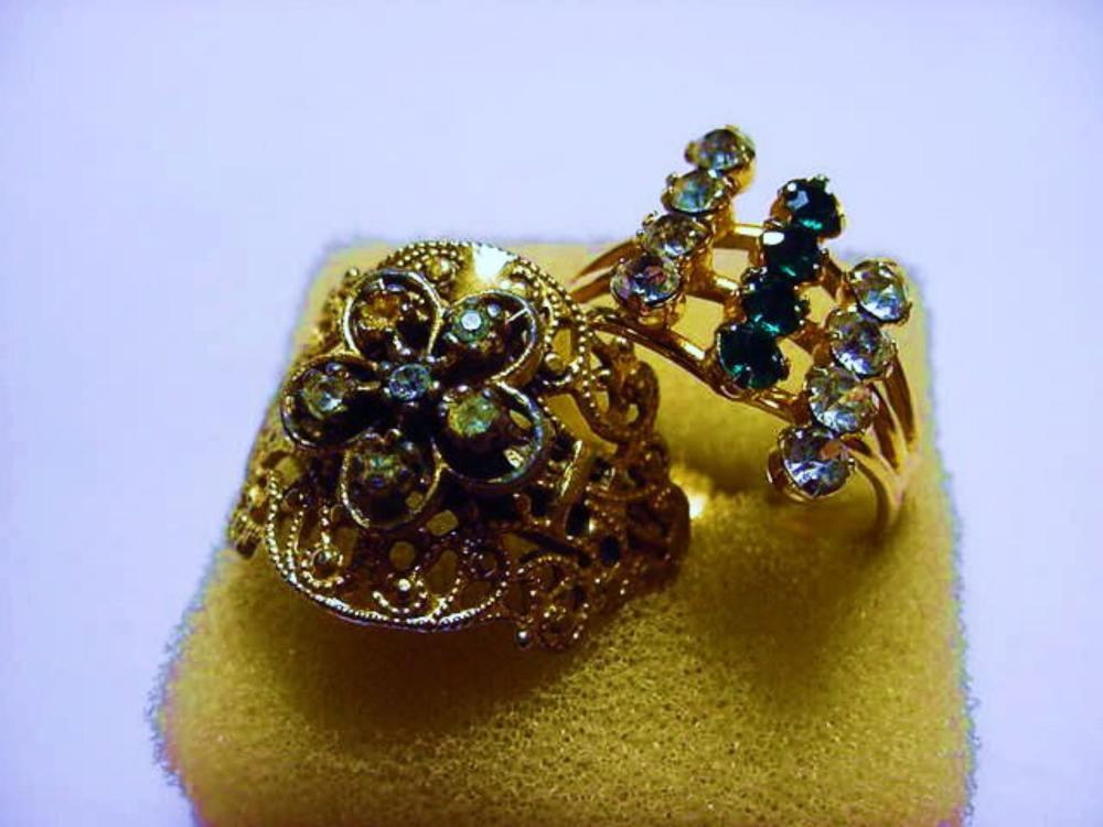 [2] VINTAGE RINGS  SIZE  8.5  AJUSTABLE