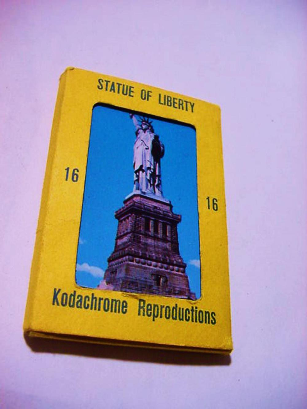 [8] VINTAGE STATUE  OF LIBERTY POST CARDS