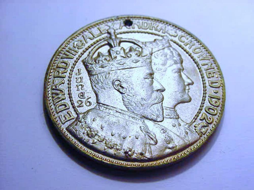1902 KING EDWARD 8 CORONATION MEDAL