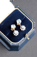 Paire de pendants d' oreille en or jaune et blanc ornes de diamants et d' importantes aigue marine