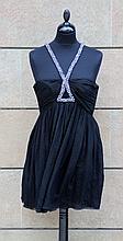 ROBERTO CAVALLI  Robe de soirée en mousseline de soie noire, bretelles formant collier en strass et perles argentées