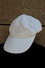 MOTSCH pour HERMES   Casquette en lin blanche, monogramme sur le devant.