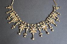 Un collier en or 9K et diamants taille rose.