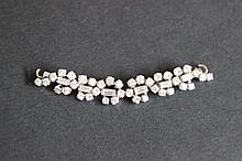 Une partie de collier en or blanc et diamants (environ 3 cts)