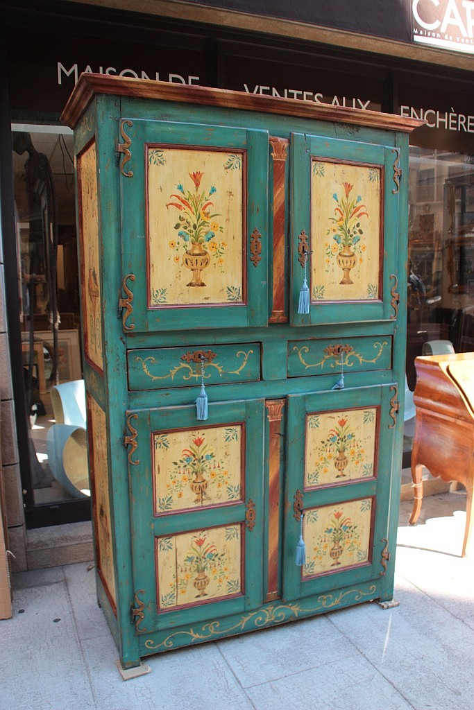 Armoire en bois peint ouvrant par quatre portes et deux tiro - Armoire quatre portes ...