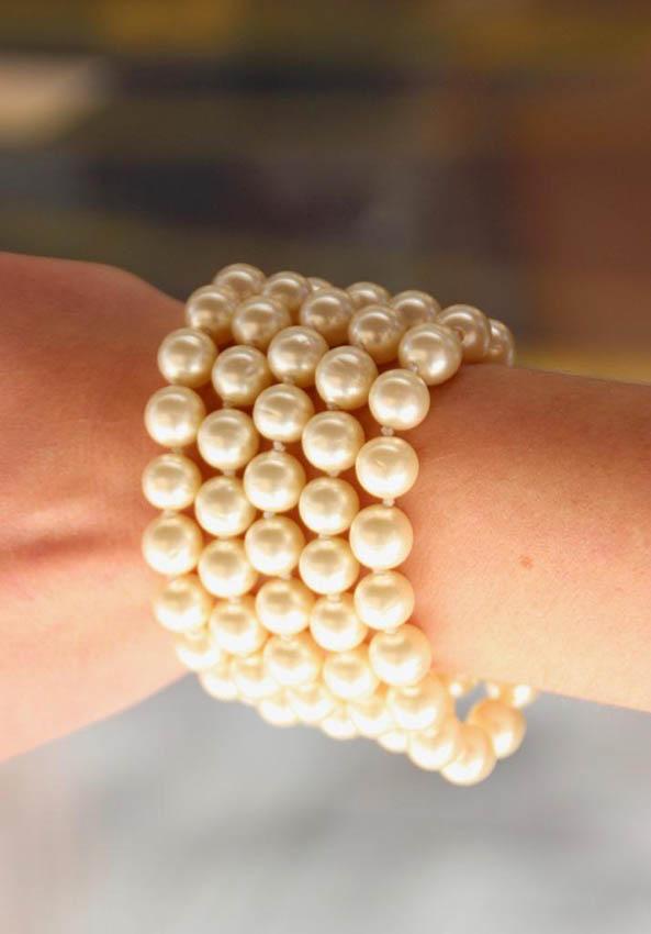 CHANEL Bracelet à cinq rangs de perles fantaisie blanche