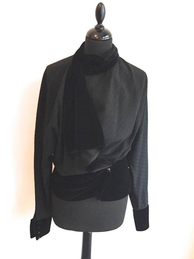 LOUIS FERAUD Veste en laine grise, deux poches plaquées