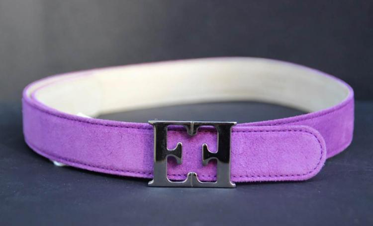 ESCADA Deux ceintures en cuir crème et violet