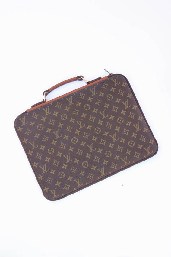 Louis VUITTON Porte documents Plate en toile Monogram