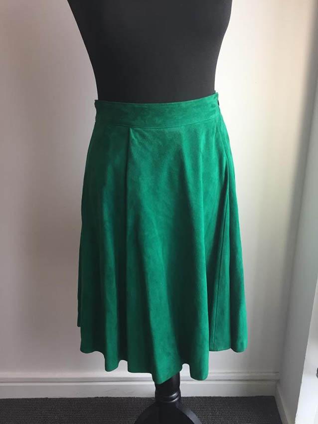 NINA RICCI Jupe en daim vert, deux poches