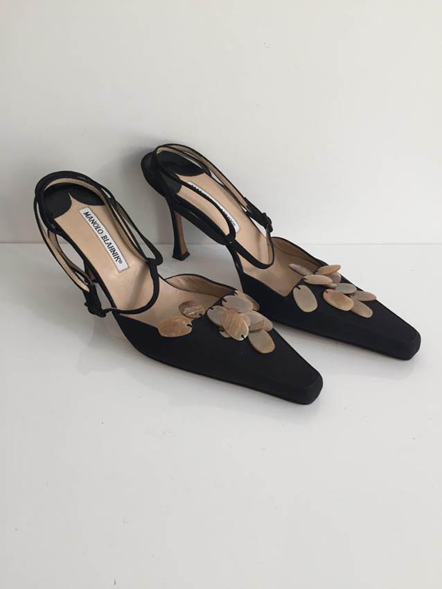 MANOLO BLAHNIK Paire de sandales en toile noire,