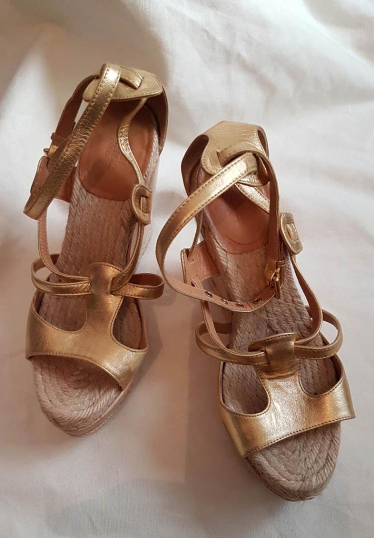 HERMES Paire de sandales compensées