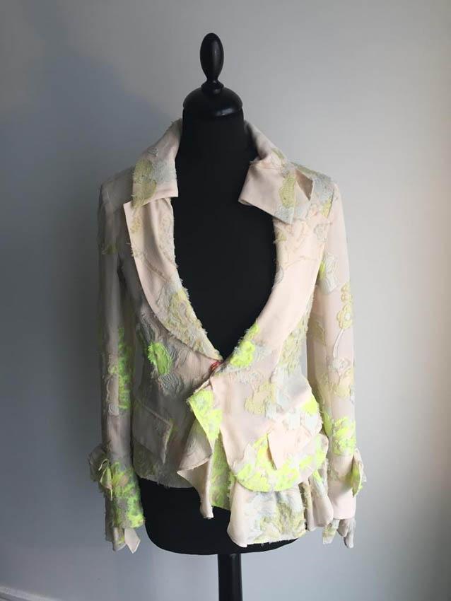 LACROIX Veste en soie beige rosé à décor