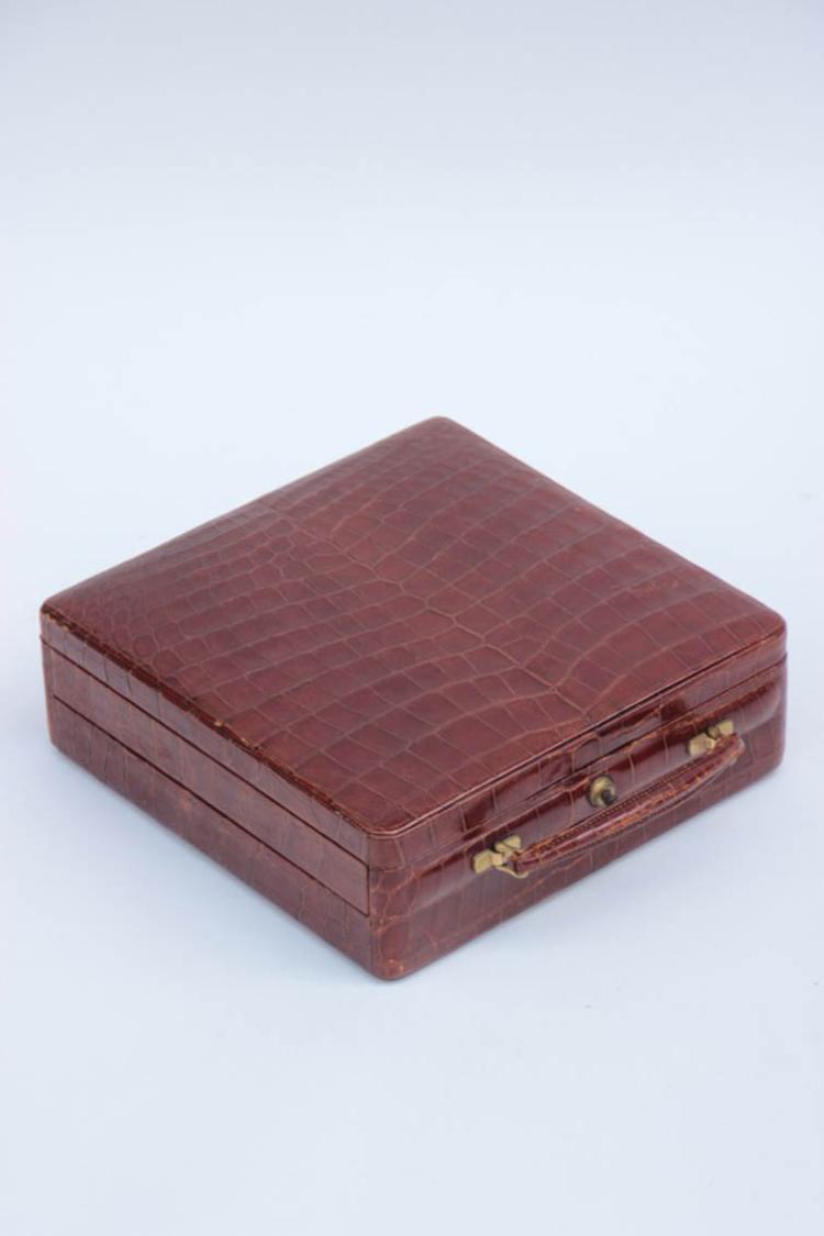 FINNIGANS LONDON Malette formant un écrin à bijoux en cuir brun