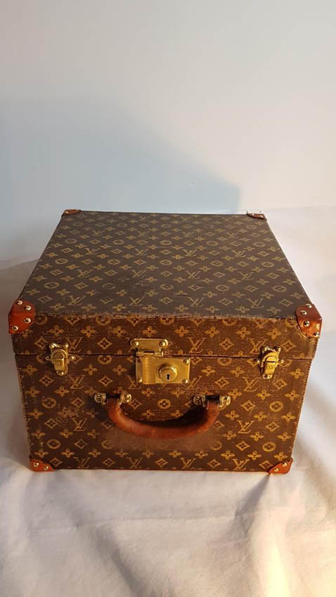 LOUIS VUITTON Rare Malle carrée en toile