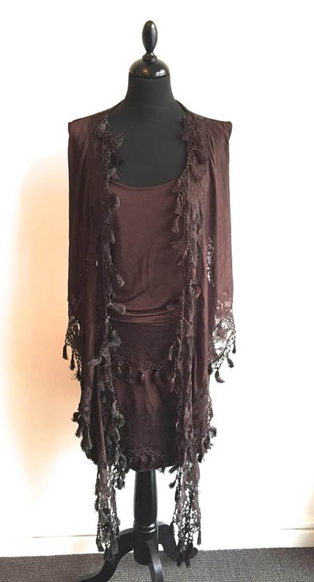 FERRE Ensemble en viscose chocolat orné de franges et de dentelle, composé d'un top cache-coeur et d'une jupe courte