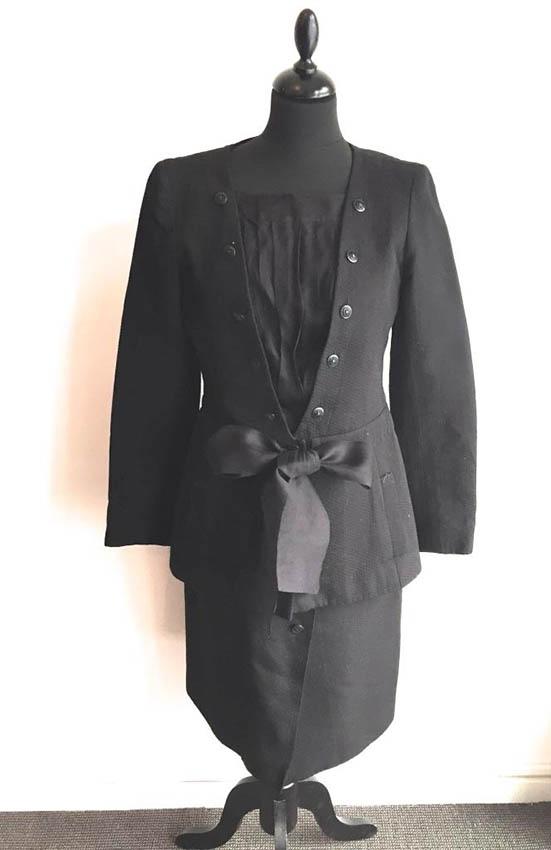 CHANEL Tailleur en coton et soie noire ,