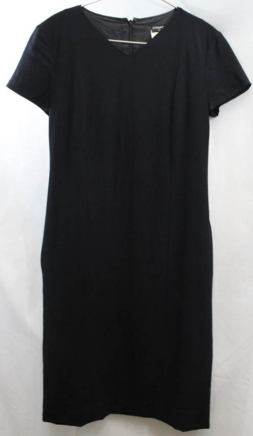 CHANEL Robe noire , deux poches