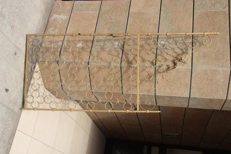 Paire de grilles d 39 int rieur en fer forg dor d cor de tr for Decor mural fer forge