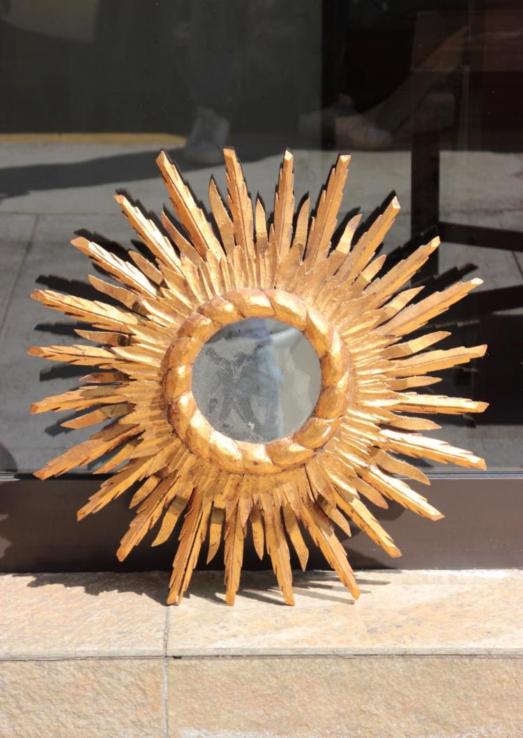 Grand miroir soleil en bois dor double niveau de rayo for Grand miroir dore