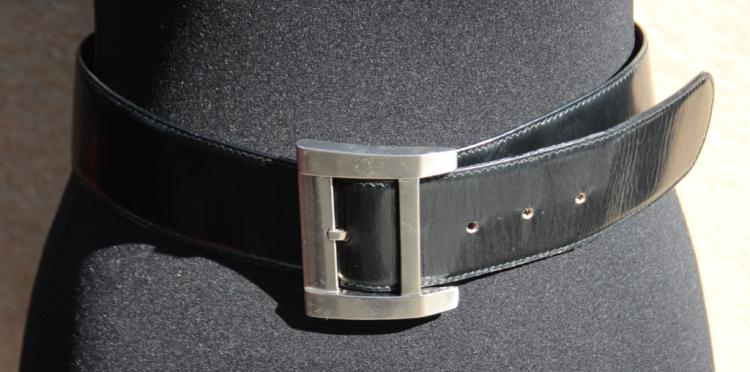 Lot 308  Gianni VERSACE Ceinture en cuir noir 7459b87a65c