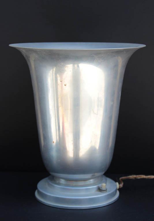 Travail fran ais vers 1930 lampe poser formant vasque en for Lampe a poser baroque