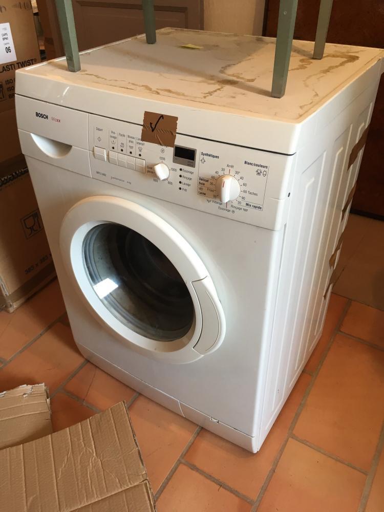 Machine à laver le linge de marque BOSCH modèle WFO2462