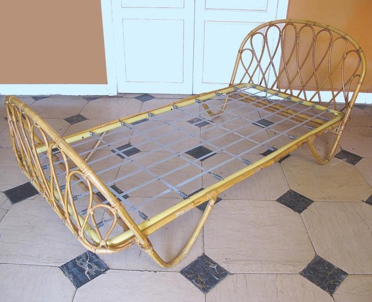 travail fran ais vers 1955 lit de repos en rotin corps ar. Black Bedroom Furniture Sets. Home Design Ideas