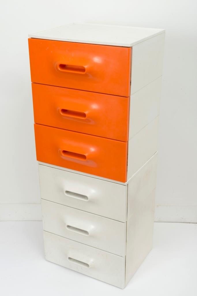 Marc held 1932 un petit meuble tiroir orange et blanc 2 for Petit meuble tiroir blanc