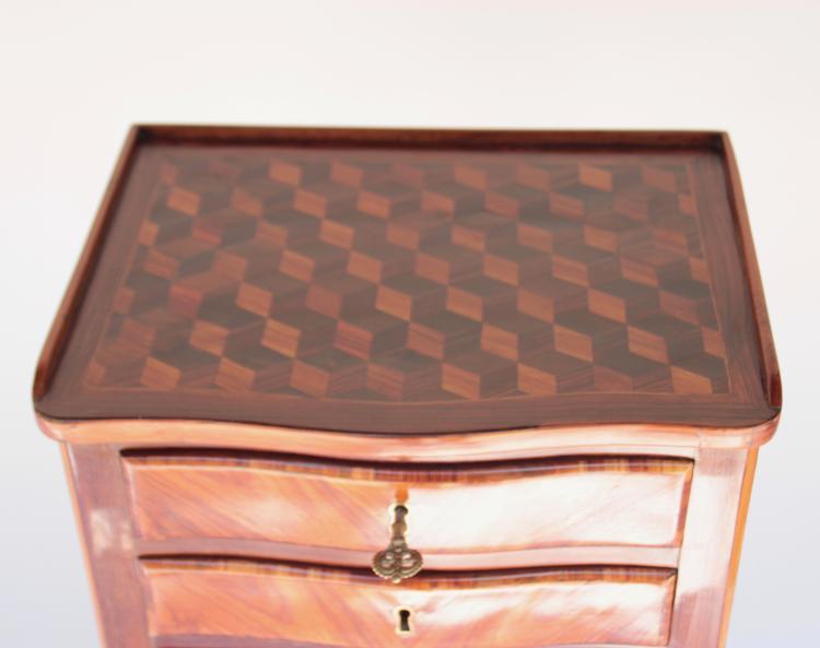 chevet en bois de placage ouvrant par trois tiroirs d cor. Black Bedroom Furniture Sets. Home Design Ideas