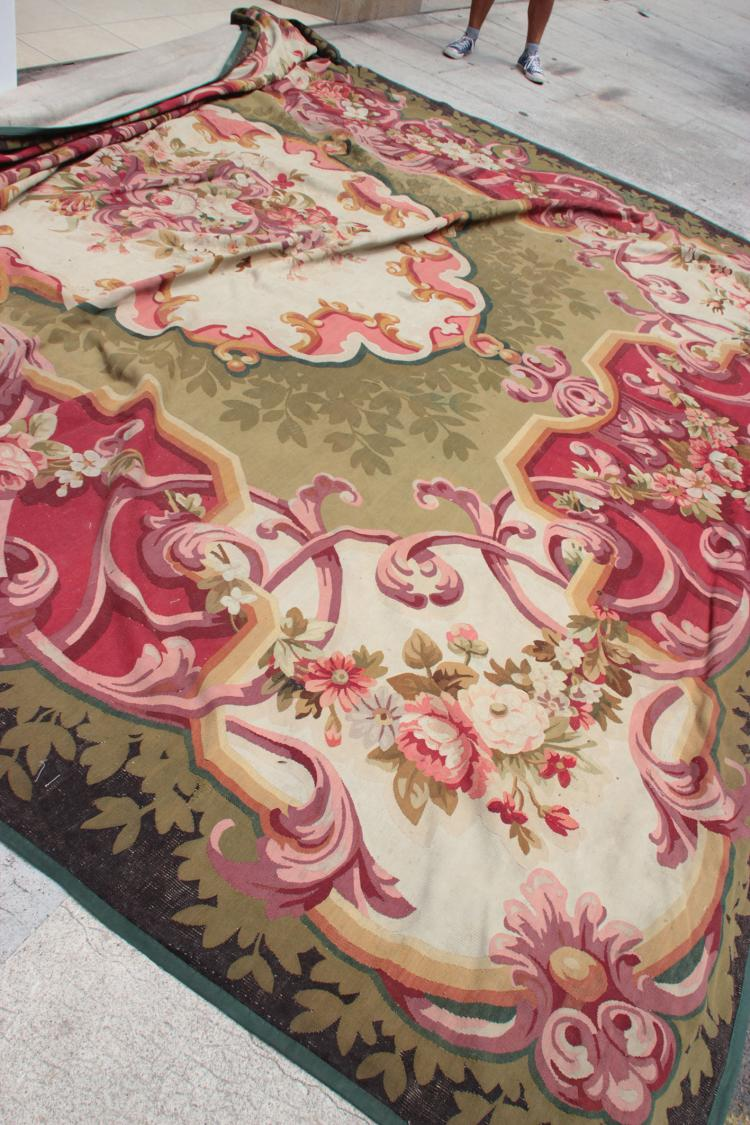 aubusson tapis d cor de fleurs polychromes. Black Bedroom Furniture Sets. Home Design Ideas