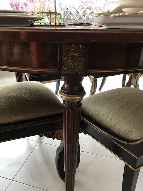 Table de salle manger ovale en acajou et placage d acajou for Table a manger sur mesure