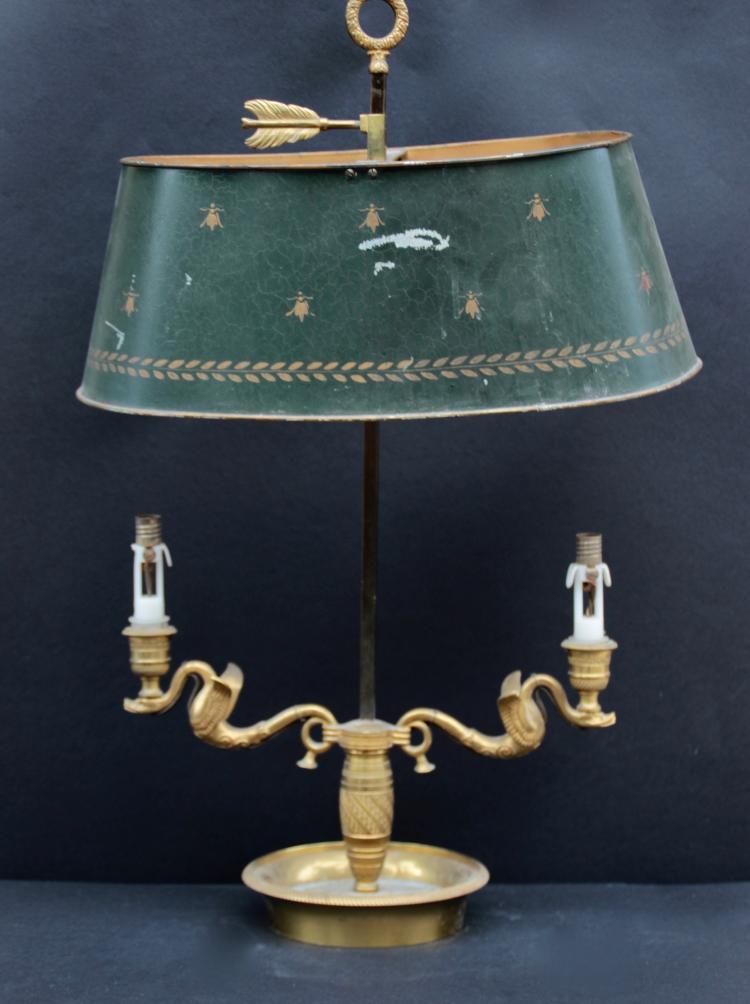 lampe bouillotte avec pied en bronze cisel et dor motif. Black Bedroom Furniture Sets. Home Design Ideas