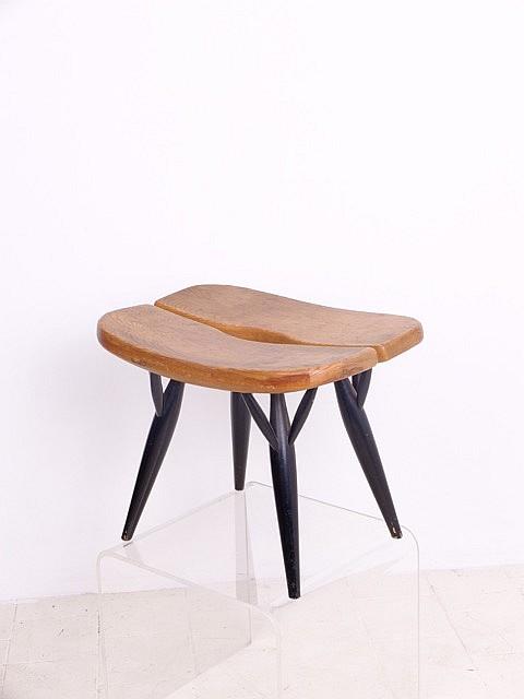 Ilmari TAPIOVAARA (1914-1999) - Edition ARTEK - vers 1955 Rare tabouret modèle PIRKKA en bois verni et bois laqué