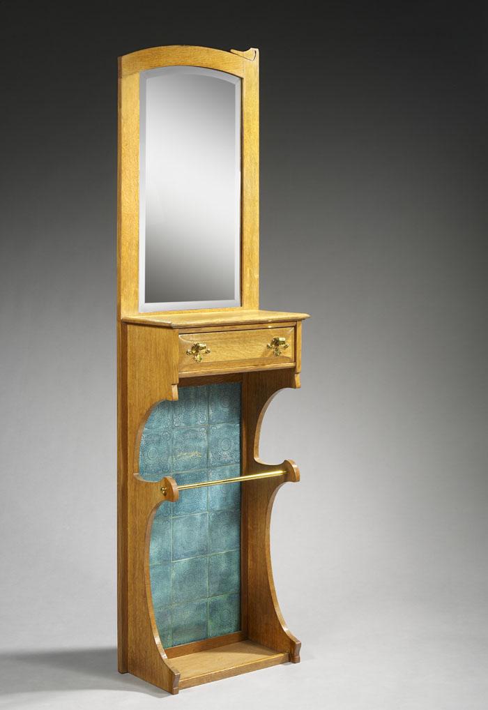 Gustave SERRURIER BOVY (1858-1910), vers 1905 Porte parapluie comportant dans sa partie haute un miroir biseauté orné d'un bandeau