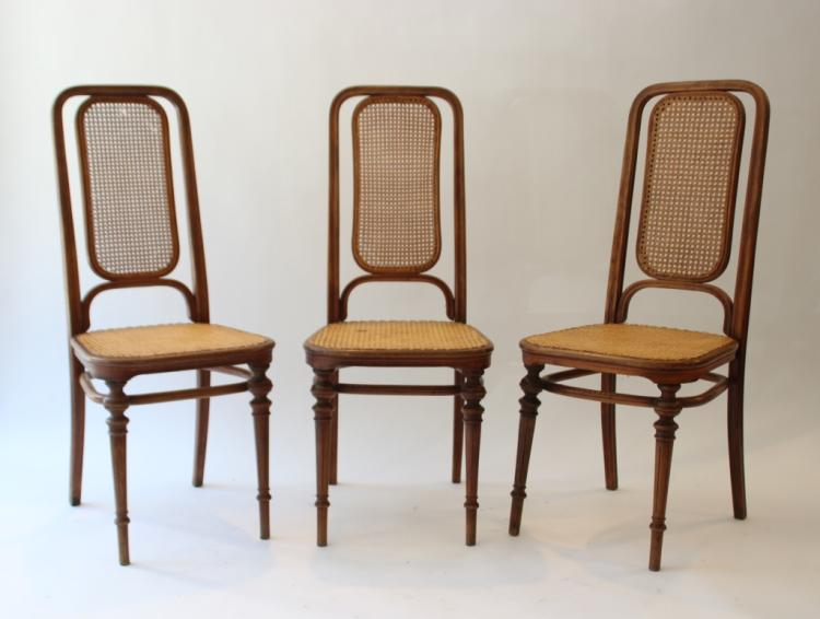 THONET Suite de trois chaises en bois cintré