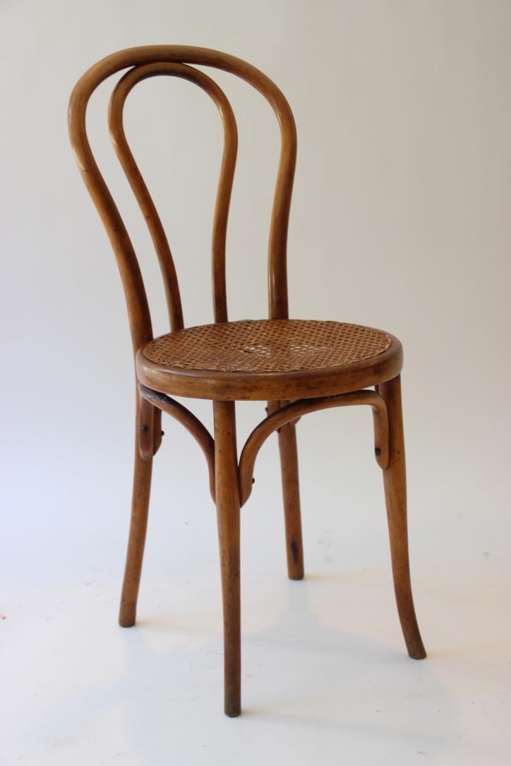 THONET  Chaise en bois cintré