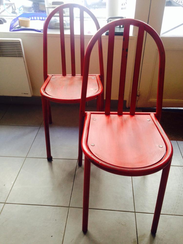 Robert MALLET-STEVENS (1886-1945) - vers 1930  Paire de chaises en métal tubulaire laqué et assises en contre-plaqué (restaurées)