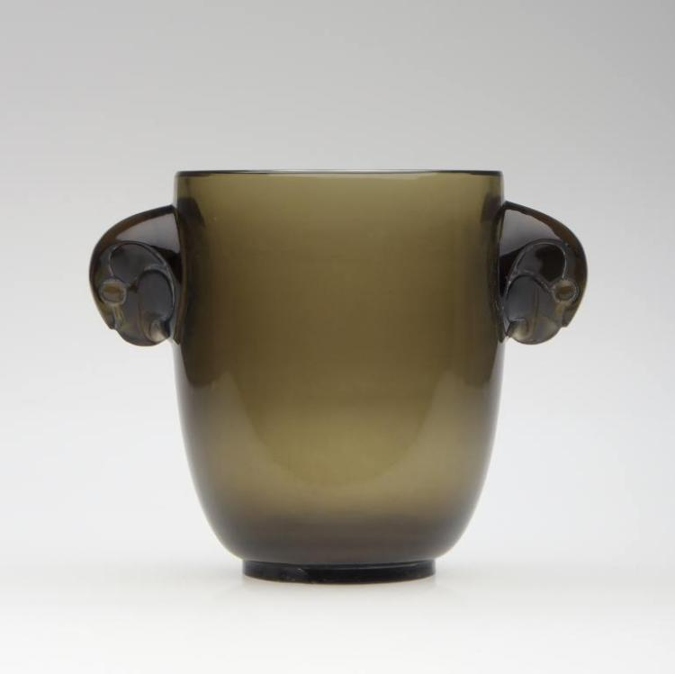 René LALIQUE (1860-1945)  Vase « Albert », dit aussi « Deux têtes de faucon » (1925)