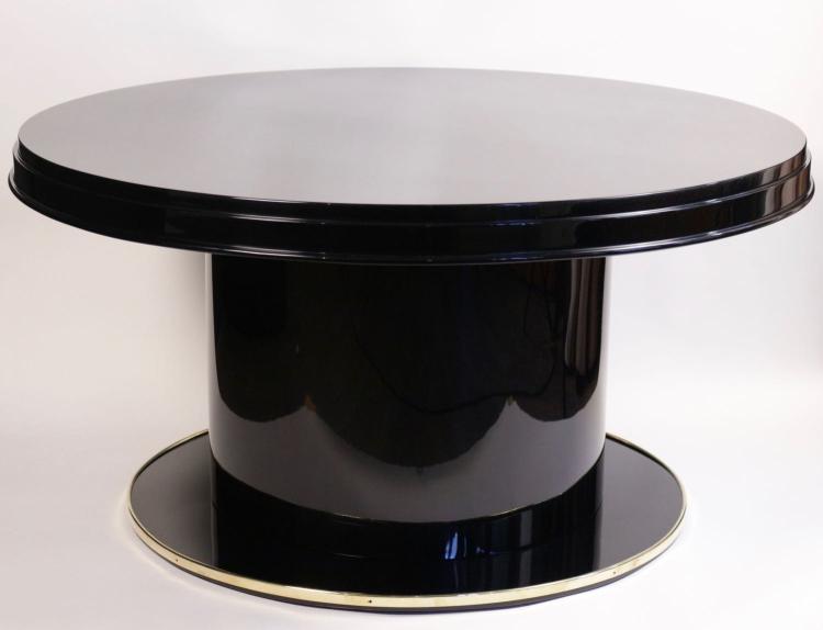 Jacques ADNET (1900-1984) - Compagnie des Arts français - vers 1935 Table basse en bois laqué noir et laiton